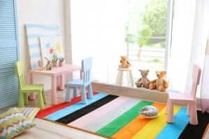 Tafel en stoelen voor een speelkamer