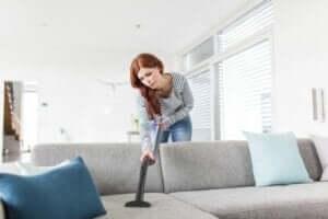 Een snelle schoonmaak van de woonkamer