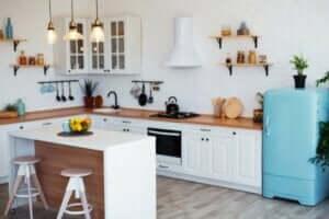 Keuken met houten aanrecht