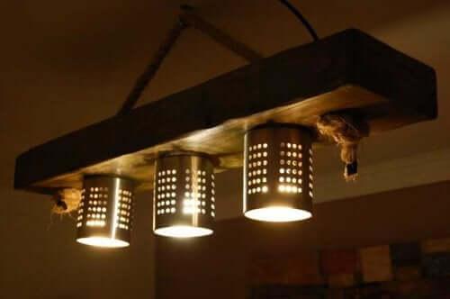 Maak met vergieten en schalen verlichtingsarmaturen