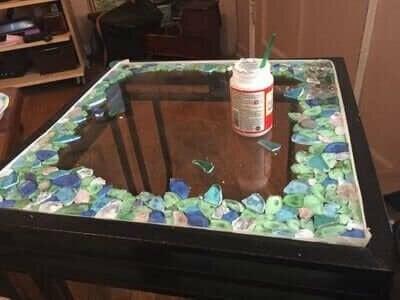 Manieren om gebroken glazen voorwerpen te repareren
