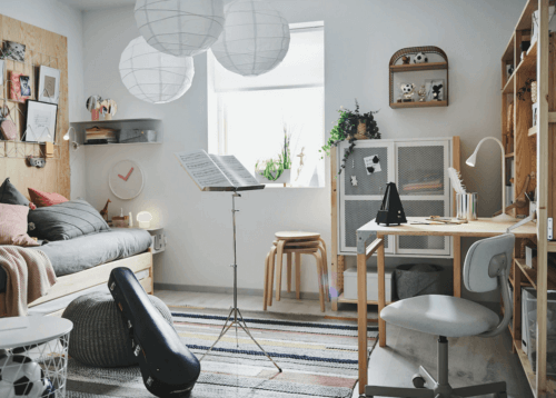 Krukken in een slaapkamer
