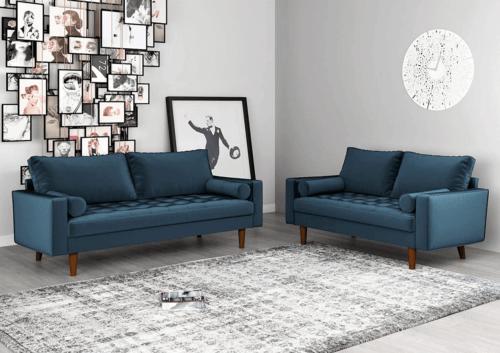 Witte woonkamer met blauwe meubels