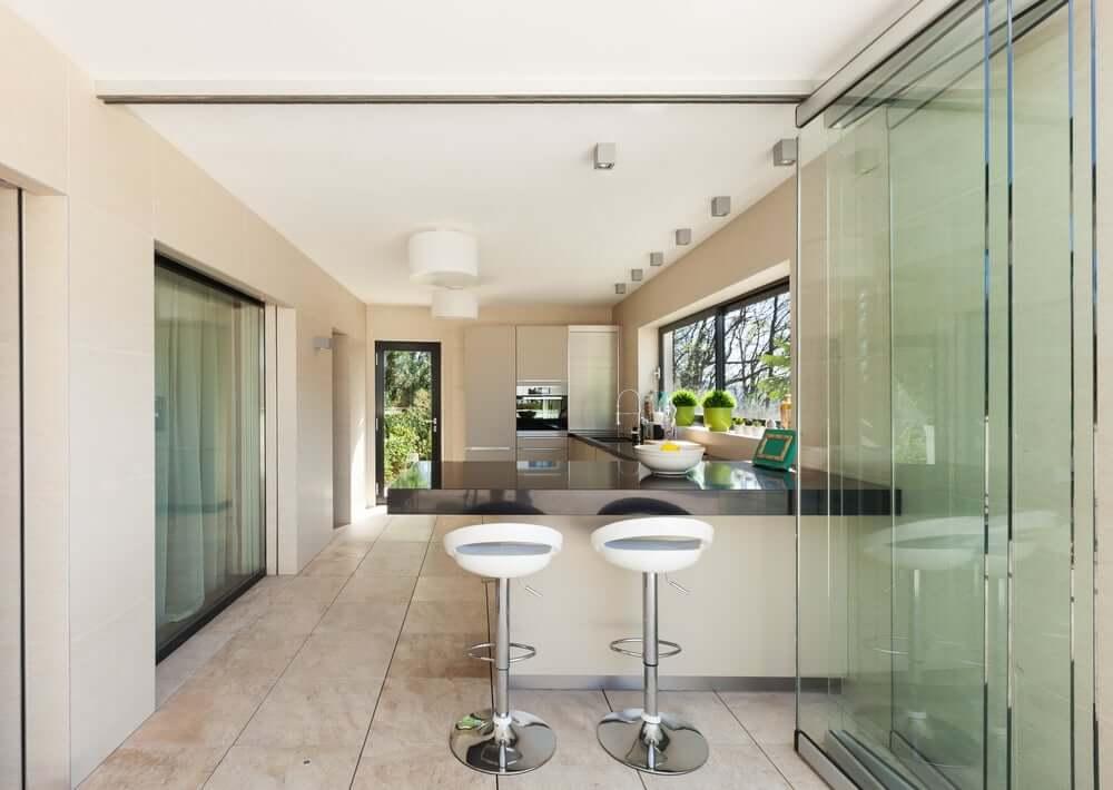 Glazen schuifdeuren in de keuken