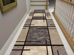 Gang met een lang tapijt