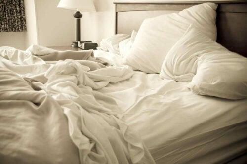 Niet opgemaakt bed