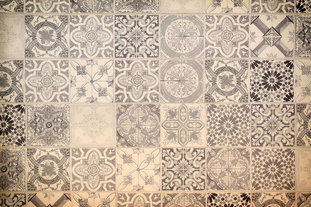 Patronen op een tapijt