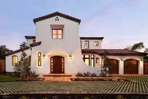 De belangrijkste kenmerken van een huis in mediterrane stijl