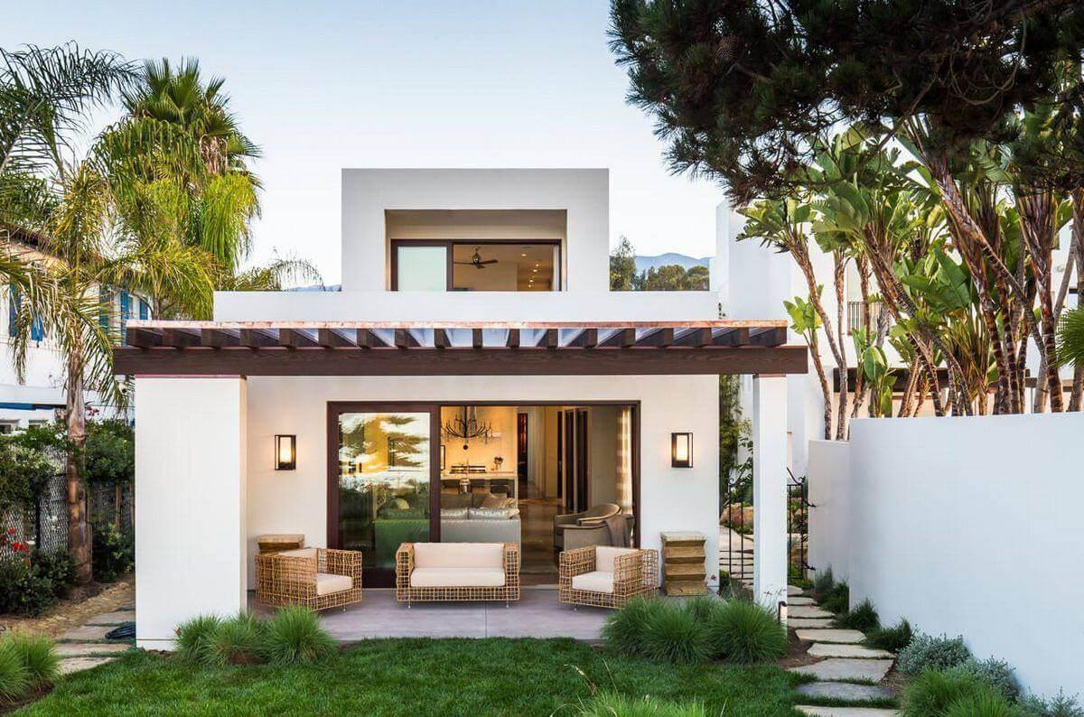 Terras bij huis in mediterrane stijl