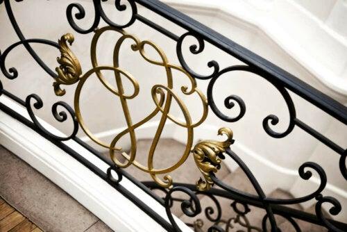 Gotische smeedijzeren trapleuningen