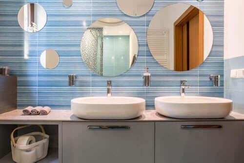 Wasbakken in de badkamer - nog een decoratieformule