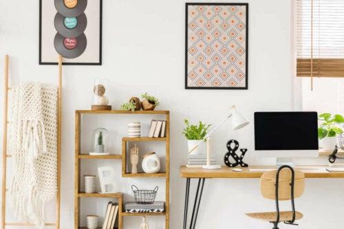 Een bureau is essentieel in een studieruimte
