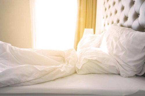 De voordelen van 's ochtends je bed opmaken
