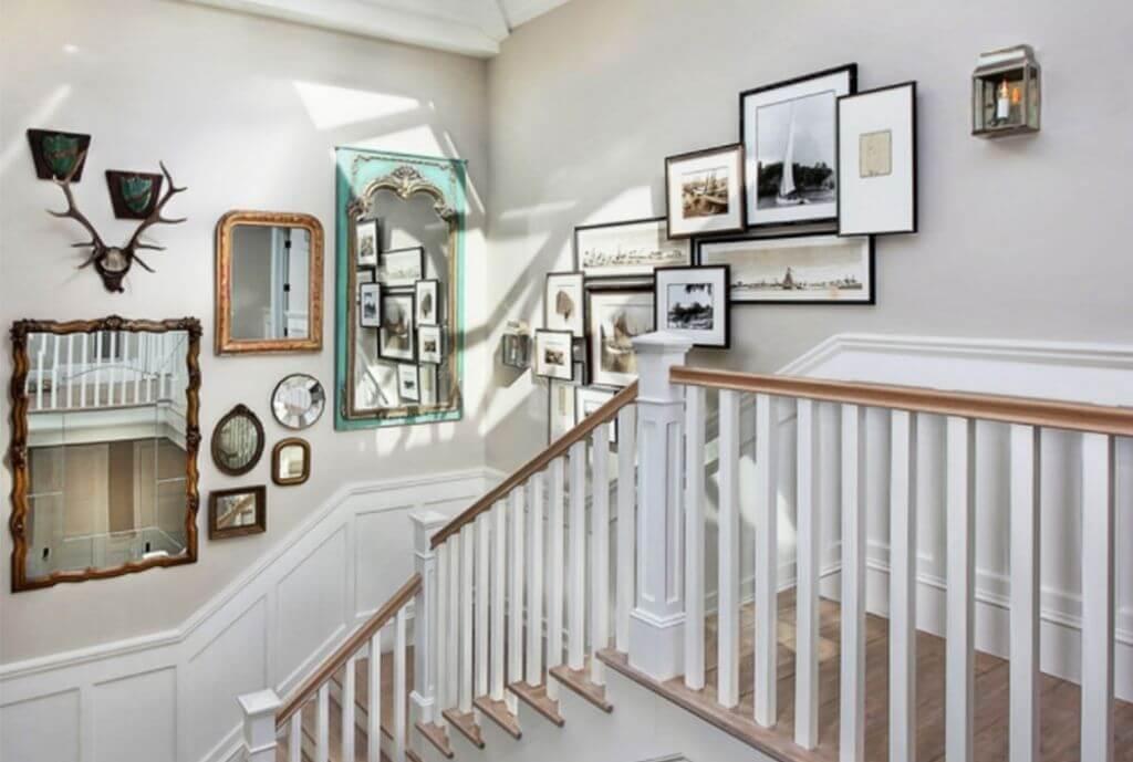 Hang foto's aan de muur bij je trap