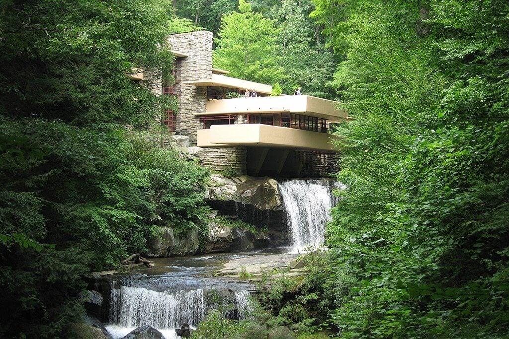 Huis met een waterval