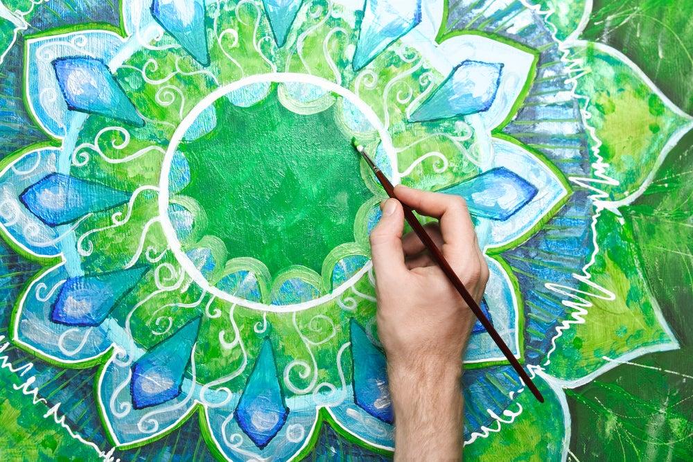 Pinte mandalas em paredes e pisos