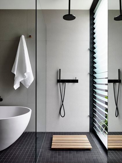 Trocar a banheira pelo chuveiro