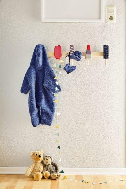 cabideiro para aproveitar o espaço do seu quarto