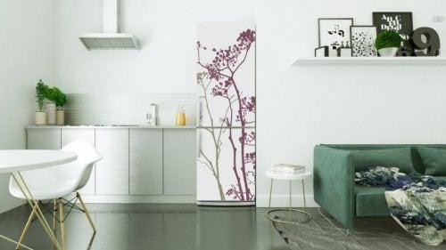 4 recomendações para decorar a geladeira com vinil