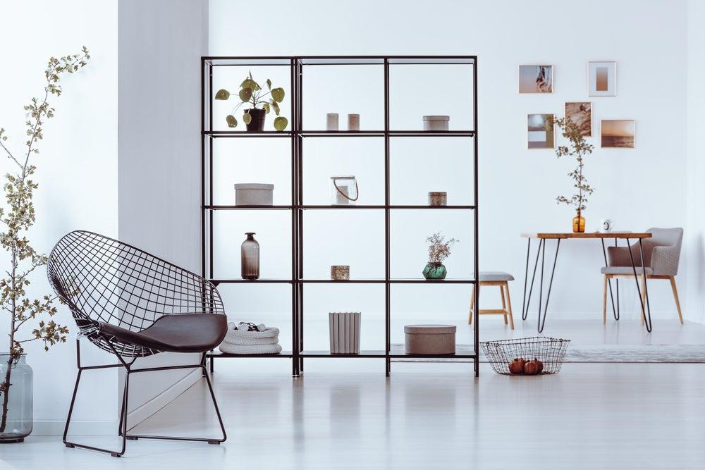 Estantes, ideais para dividir espaços e armazenar objetos