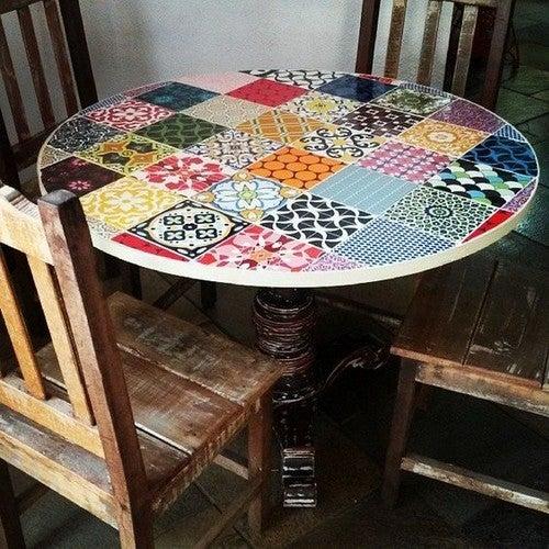 Como decorar uma mesa com ladrilhos hidráulicos