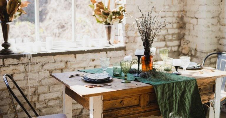 Decoração para a sala de jantar de uma casa de campo