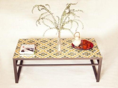 mesa de ladrilhos hidráulicos