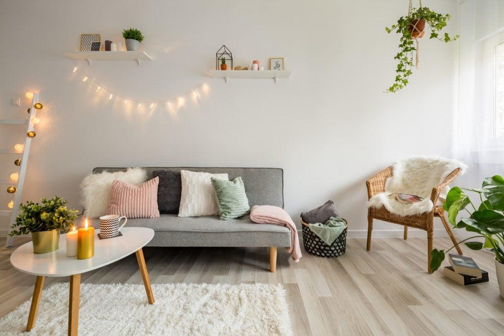 Decoração da sala de estar com tons pastéis