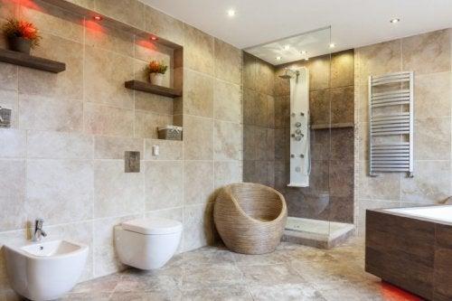 Um banheiro com ou sem bidê?