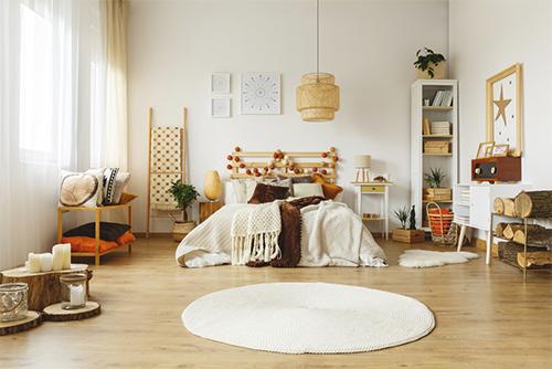 Combinação de cores quentes na decoração do quarto