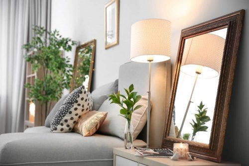 espelho para gerar um ambiente aconchegante e luminoso
