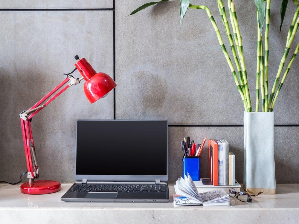 lâmpada flexível vermelha