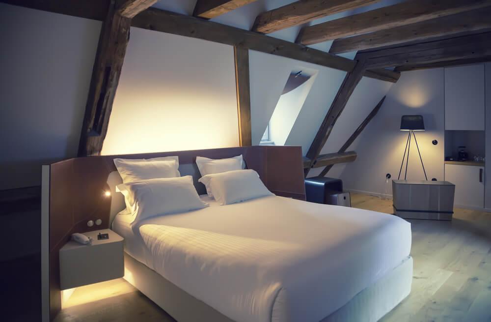 Como escolher luminárias auxiliares para o quarto?