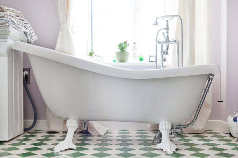A tendência das banheiras antigas: vantagens e desvantagens