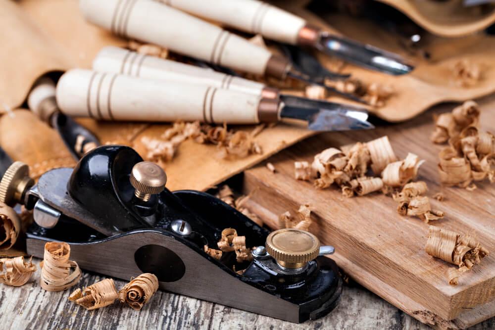 ferramentas para entalhar madeira