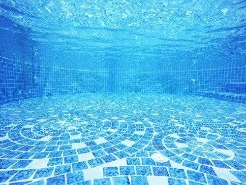 Azulejos na piscina