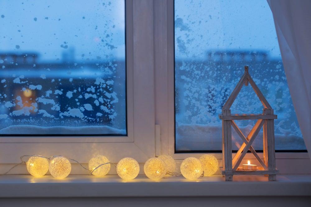 Luzes de Natal na cabeceira da sua cama