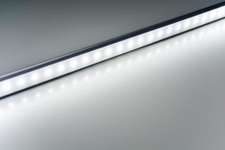 Coloque fitas de LED