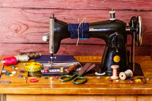 Máquinas de costura antigas para decorar