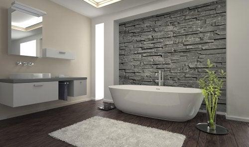As paredes de pedra podem ser colocadas no banheiro
