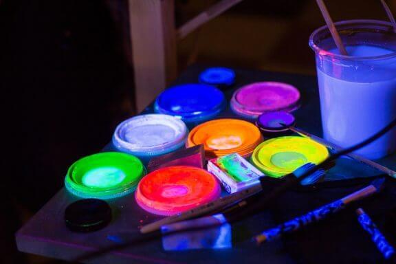 5 dicas para confeccionar frascos que brilham no escuro