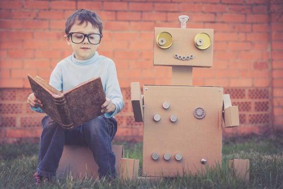 Cinco dicas de trabalhos manuais para crianças usando papelão reciclado
