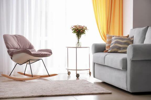 Como decorar com uma cadeira de balanço