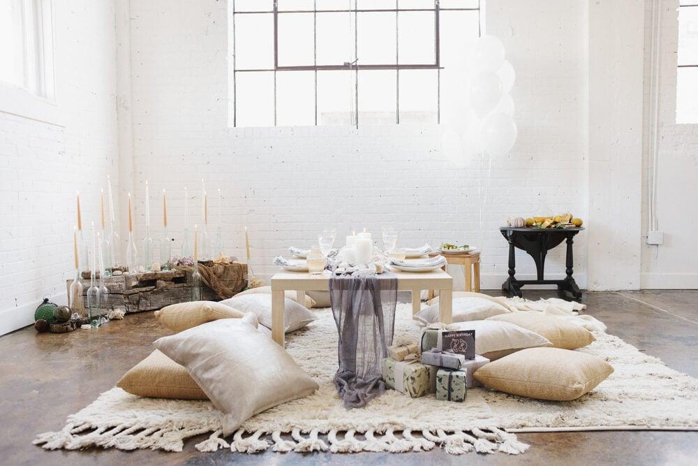 passos para decorar casa com almofadas
