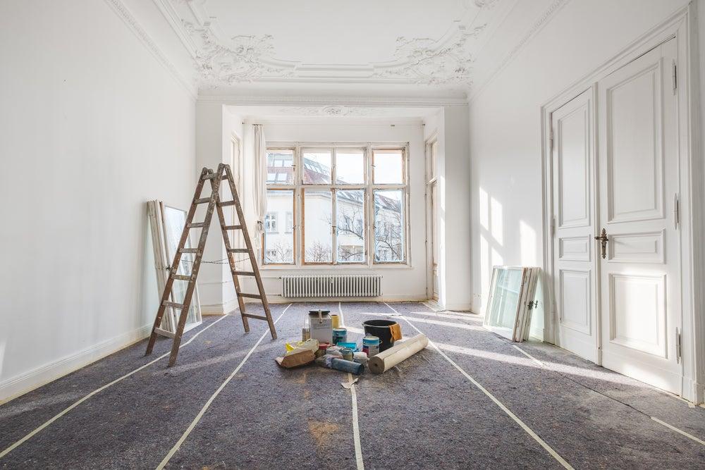 Decorar os tetos e paredes com estuques