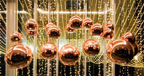 Lâmpadas de cobre de diferentes estilos