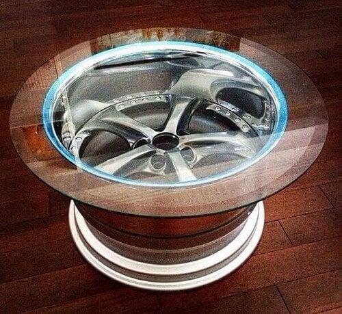 Móveis feitos com pneus e rodas