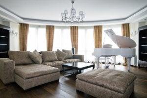 integrar um piano à decoração-piano branco
