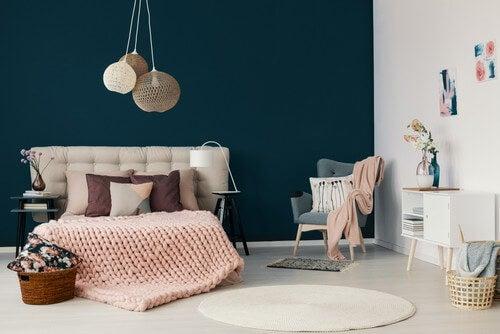 Utilize materiais suaves e naturais para decorar no estilo hygge