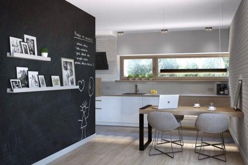 Como incluir paredes-lousa próximas à sua sala de jantar